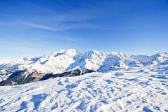 Montagne innevate in alpi Fotografie Stock