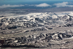 Montagne innevate di vista aerea, paesaggio naturale dell'Islanda Fotografia Stock