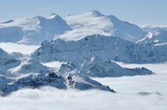 Montagne innevate nelle alpi Immagini Stock Libere da Diritti