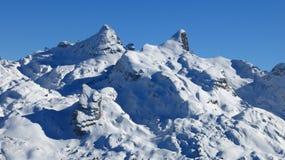 Montagne innevate nelle alpi svizzere Fotografie Stock