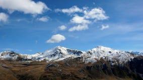 Montagne innevate nelle alpi svizzere nella caduta Immagine Stock Libera da Diritti