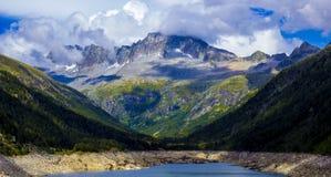 Montagne intorno al lago Malga Bissina, Daone, Italia Immagini Stock Libere da Diritti