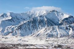 Montagne irregolari nell'inverno Fotografie Stock