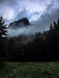 Montagne isolée Photos libres de droits