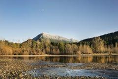 Montagne isolée Photographie stock libre de droits