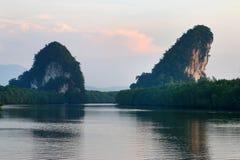 Montagne jumelle dans la ville de Krabi Photos stock