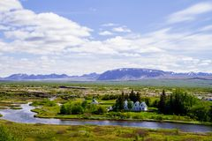 Montagne, la chiesa, il parco ed il fiume Thingvellir in Islanda 12 06,2017 Fotografie Stock Libere da Diritti