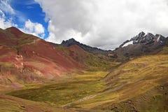 Montagne latérale colorée Pérou d'arc-en-ciel de vallée Photos libres de droits