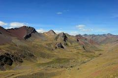 Montagne latérale d'arc-en-ciel de vallée Image libre de droits