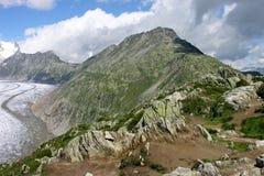 montagne lungo il ghiacciaio del aletch nelle alpi svizzere. Immagine Stock