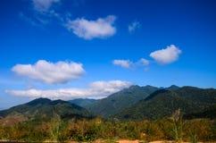 Montagne lungo la strada. Fotografia Stock Libera da Diritti