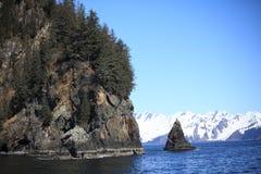 Montagne, mer, neige, roche photographie stock libre de droits