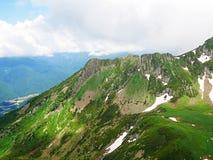 Montagne molto belle, montagne verdi Fotografie Stock Libere da Diritti