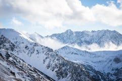 Montagne in nebbia Fotografia Stock Libera da Diritti