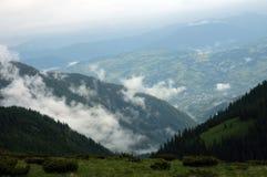 Montagne nebbiose Immagine Stock Libera da Diritti