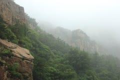 Montagne nebbiose Fotografia Stock Libera da Diritti