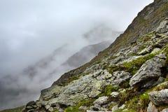 Montagne nebbiose Immagine Stock