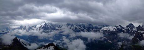 Montagne nebbiose Immagini Stock Libere da Diritti