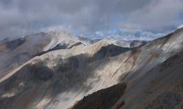 Montagne nebbiose Colourful Fotografia Stock Libera da Diritti