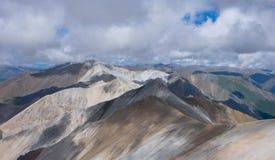 Montagne nebbiose Colourful Fotografie Stock
