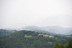 Montagne nebbiose in Francia Regione Midi Pirenei Fotografia Stock Libera da Diritti
