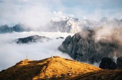 Montagne nebbiose in Tre Cime di Lavaredo, dolomia, Italia Fotografia Stock Libera da Diritti