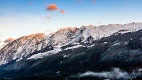 Montagne nel cattivo Mitterndorf tramonto delle alpi della Stiria Immagine Stock