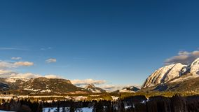 Montagne nel cattivo Mitterndorf tramonto delle alpi della Stiria Immagine Stock Libera da Diritti