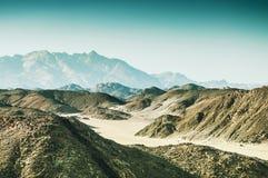 Montagne nel deserto arabo Fotografie Stock Libere da Diritti