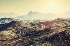 Montagne nel deserto arabo Immagini Stock Libere da Diritti