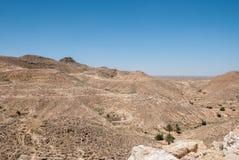 Montagne nel deserto con le vecchie pareti di pietra Fotografia Stock Libera da Diritti
