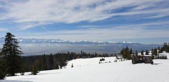 Montagne nell'orario invernale della Polonia fotografie stock libere da diritti