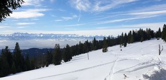 Montagne nell'orario invernale della Polonia fotografie stock