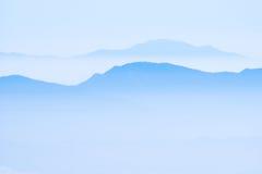 Montagne nella foschia Fotografia Stock