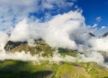 Montagne nelle nuvole Fotografie Stock