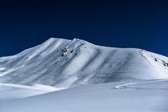 Montagne nevose di inverno Montagne di Caucaso Immagini Stock