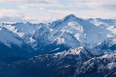 Montagne nevose magnifiche Immagini Stock Libere da Diritti