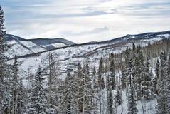 Montagne nevose sceniche Fotografia Stock Libera da Diritti
