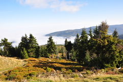 Montagne, nuages et Mountain View géants photo libre de droits