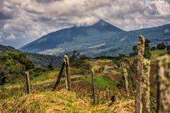 Montagne nuageuse Photo libre de droits