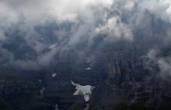 Montagne nuageuse de chute de glace Photographie stock libre de droits