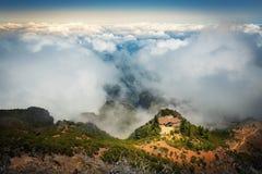 Montagne in nuvole Immagine Stock