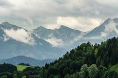 Montagne nuvolose Immagine Stock