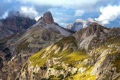 Montagne nuvolose delle dolomia di giorno Immagini Stock Libere da Diritti