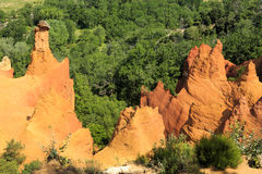 Montagne ocracee in Provenza, Francia Fotografie Stock Libere da Diritti