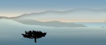 Montagne & panorama dell'albero Immagini Stock