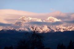 Montagne ricoperte neve Fotografie Stock Libere da Diritti