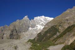 Montagne ricoperte neve in alpi Immagine Stock Libera da Diritti