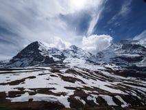 Montagne ricoperte neve in alpi svizzere Fotografia Stock Libera da Diritti
