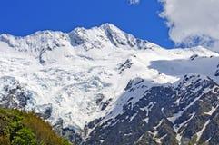 Montagne ricoperte neve nelle alpi del sud Fotografie Stock